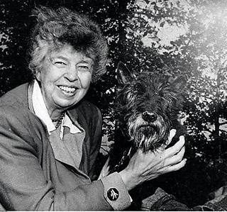 An older Eleanor Roosevelt with her dog